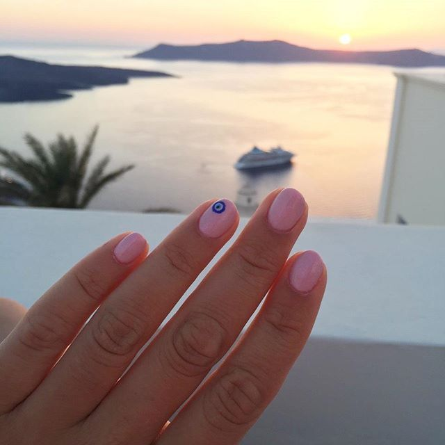 These sunsets in  Santorini. . . #stemaworld #stemagirls #summer #sea #mani