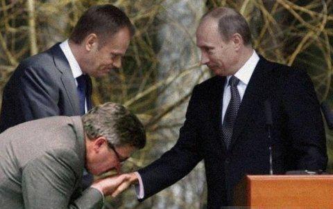 Komorowski całuje Putina