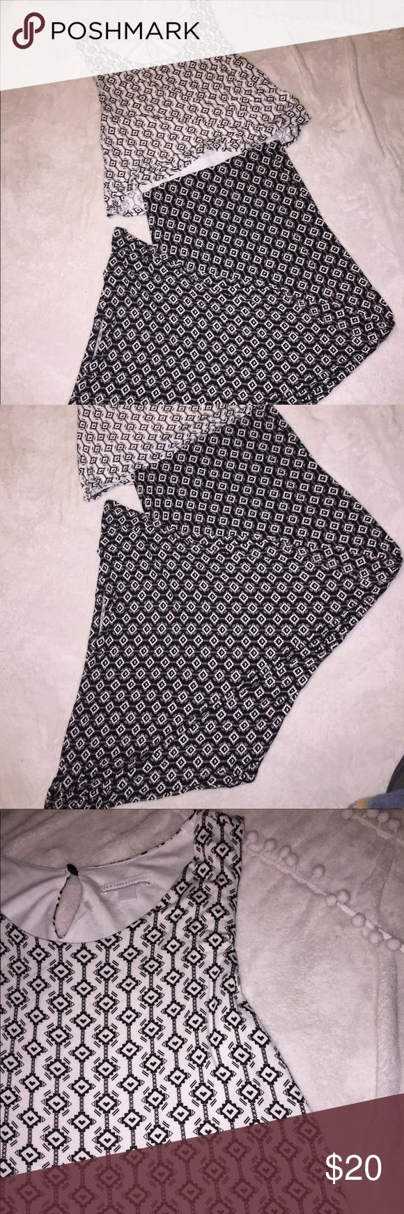 New York & Co. Aztec Maxi Dress Black and white color block maxi dress with an Aztec print! This dress is super soft and definitely a crowd favorite. This is gently used and in excellent condition. Can be worn with a black or colorful sweater! Size medium. Super soft fabric 😍❤️ New York & Company Dresses Maxi