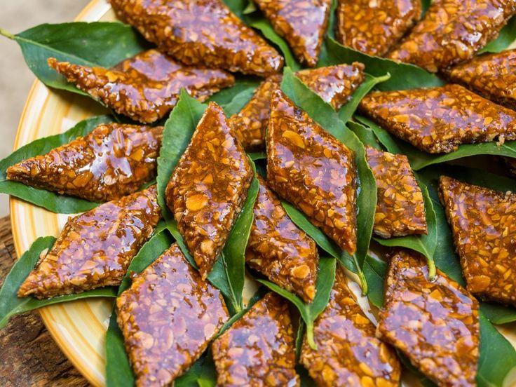 Il croccante alle mandorle è un dolcetto delizioso, molto dolce e croccante, che si realizza con soli tre ingredienti in pochissimo tempo