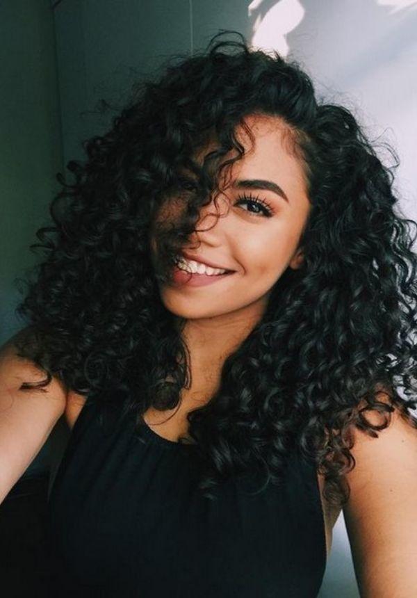 60 charmantes coiffures frisées pour toutes les longueurs de cheveux Êtes-vous un de ces béni avecdes coiffures frisées?Que vous regardiez v…