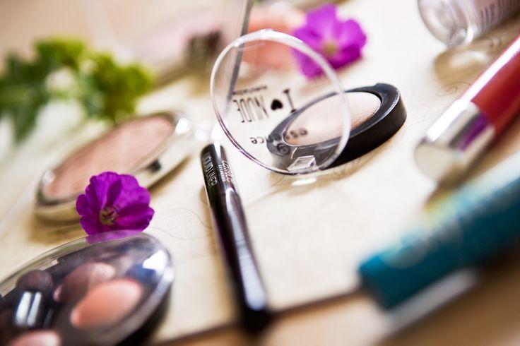 Budget make-up hoeft helemaal niet karig te zijn! Bekijk mijn top 10 budget make-up producten van deze zomer, op www.insideandout.nl! - bronzer oogschaduw concealer mascara blush nagellak essence catrice rimmel etos max & more