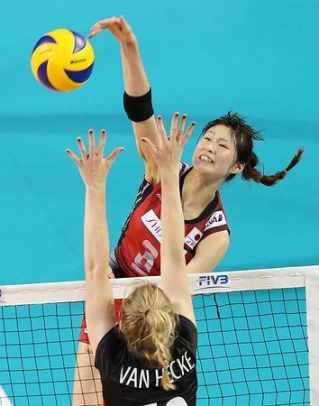 ベルギー戦の第1セット、スパイクを放つ木村=23日、東京・有明コロシアム ▼23Aug2014時事通信|自在の攻撃、ベルギー圧倒=日本、ブラジルに挑戦へ-バレー女子ワールドGP http://www.jiji.com/jc/zc?k=201408/2014082300319 #Japan_womens_national_volleyball_team #Japan_vs_Belgium #Saori_Kimura