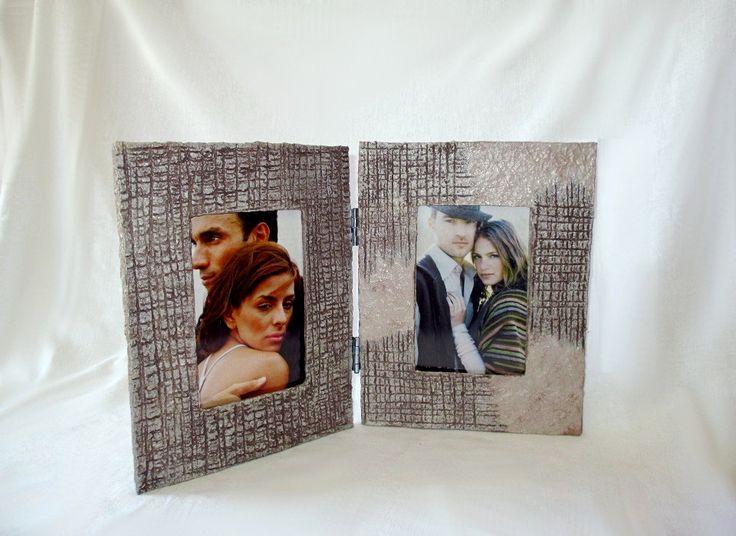 Cornice doppia/Cornice libro in cartapesta/Cornice per 2 foto 10x15cm/Portafoto da tavolo/ Portaritratti realizzata a mano riciclando carta di FioreLunaEcoDeco su Etsy