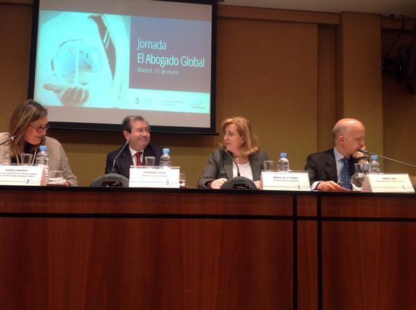 Abre la Mesa de debate, Sonia Gumpert, Decana del Ilustre Colegio de Abogados de Madrid.