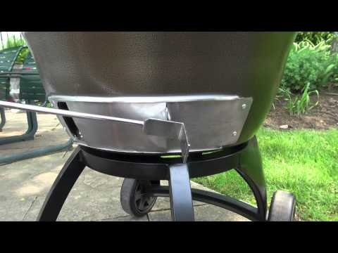 Broil King Keg® - The Trailer Hitch    Makes it easy to take your keg with you.