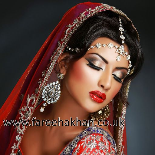 Fareeha Khan a London makeup artist shows her bride makeup a real valuable work.