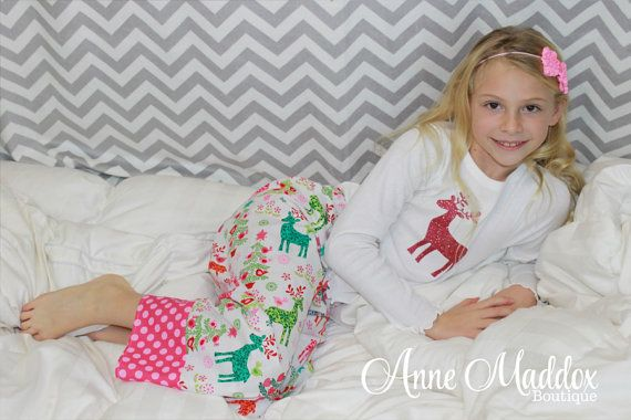 Who says a Christmas cant be pink...with pink glitter no less! Adorable retro inspired glitter pink or turquoise reindeer Christmas pajamas.