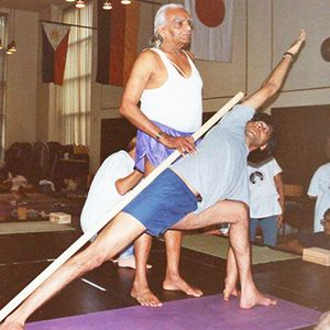 BKS Iyengar: keep the line, keep focus, keep breathing...