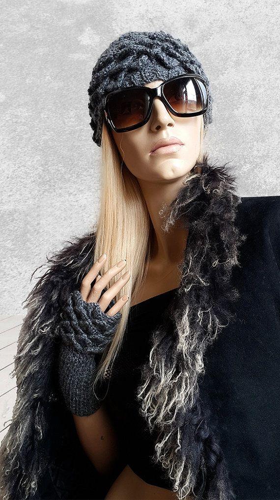 Beret And Gloves Gray Winter Set / Crochet Crocodile by SimArtShop