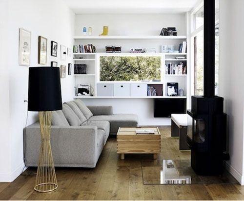 inrichting kleine woonkamer /// woomkamerkant bij binnenkomstvrechterwand rondom raam
