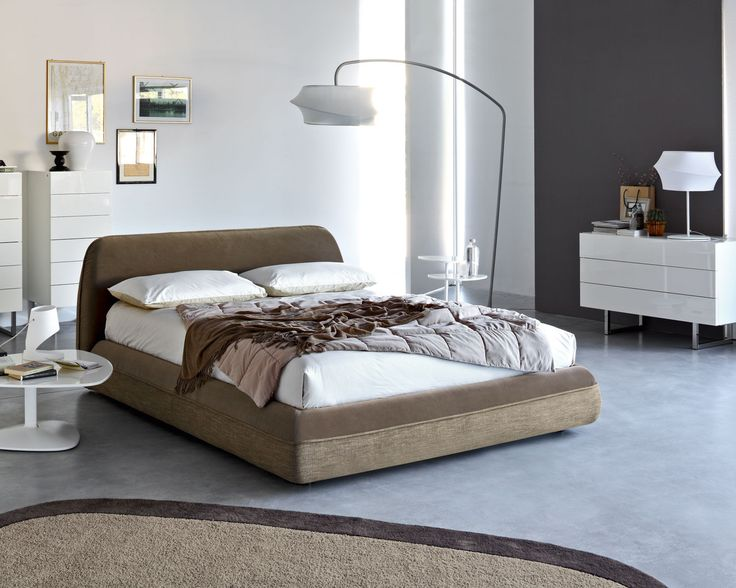 With a soft shape and curved lines, the SUPERSOFT double bed has generous padding on headboard and the entire bedframe. Fully removable, upholstered in stain-resistant and antibacterial treated fabric, it is also available in a two-tone version. 4 rigid plastic legs ensure the proper support.
