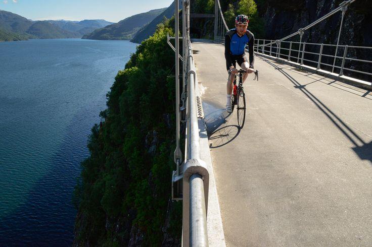 HØYDESKREKK: Broen ved Trolljuv er en luftig affære. Rett ut fra tunellen kommer den overraskende på de aller fleste.