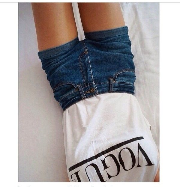 T-shirt | High waisted shorts, White vans and Black and ...
