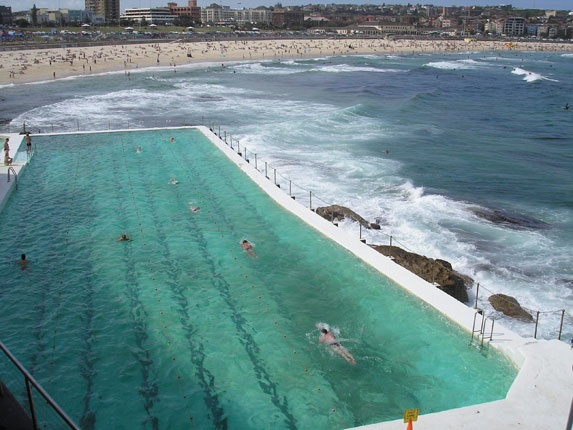 now thats a swimming pool....