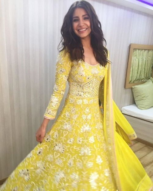 Anushka Sharma Wears Abu Jani Sandeep Khosla For The Voice Kids