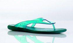 Tong caoutchouc, Free Lance - Chaussures d'été: sandales, spartiates, tongs - Chaussures pour femmes  - D'un bleu lagon inimitable, cette tong détente ravira les adeptes des looks jeans et week-end. Pas si conventionnelle que ça, son design est le reflet d'une marque des plus branchées...