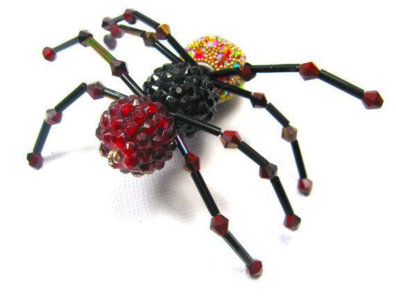 Hey, diesen tollen Etsy-Artikel fand ich bei https://www.etsy.com/de/listing/191990026/wire-beaded-spider-halloween-hanging