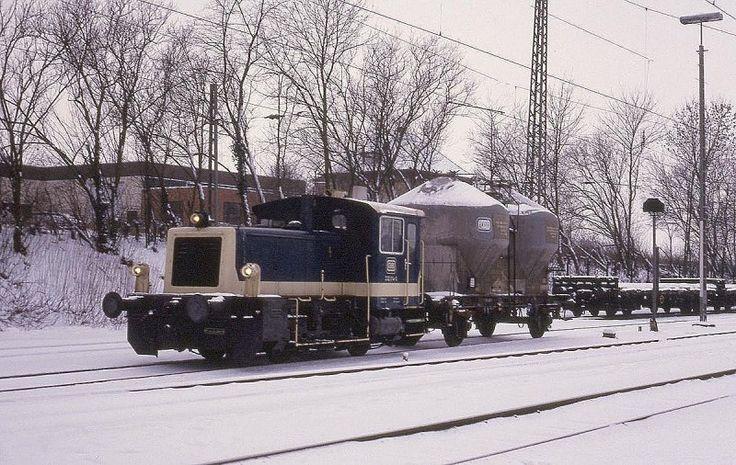 Am 12.1.1987 brachte Köf III 332014 aus Lengerich den Üg 6817 mit einem Wagen bis nach Hasbergen. Dort übernahm dann der von Hasbergen nach Osnabrück verkehrende Üg mit 211 bzw. 212 die weitere Beförderung.