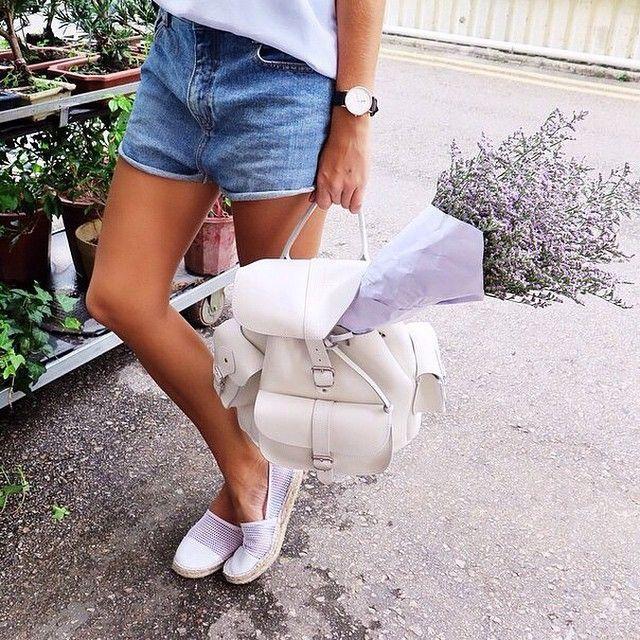 """""""Еще в 1930-х годах, женщинам на Бермудских островах было запрещено показывать свои бедра в общественных местах. Женщины-гости и местные жители хотели носить шорты, поэтому они просто увеличивали длину своих шорт до колен, чтобы покрыть свои бедра  Доброе утро, Ваша @ksenia_photo_it #tvmilan"""" Photo taken by @tvmilanboutique on Instagram, pinned via the InstaPin iOS App! http://www.instapinapp.com (04/20/2015)"""