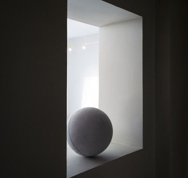 Sørensen Leather spheres at CLOSE CONTACT featured in limited edition photos by Jonas Bjerre-Poulsen @normarchitects at The Kinfolk Gallery. Leather: ROYAL NUBUCK / Colour: Light Grey