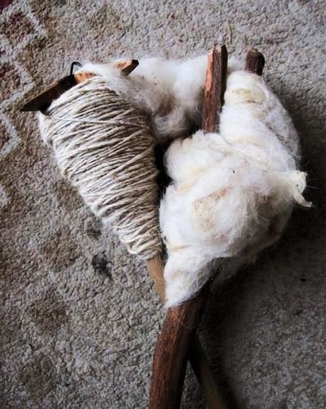 Bedouin spindle and distaff with wool