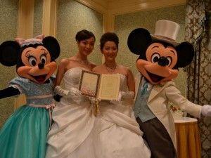 Topolino e Minnie nella nuova strategia di comunicazione Disney sono testimonial di un matrimonio gay...e la reputazione resta al passo con i tempi