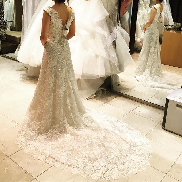 イネスディサントはすごーく上品なキラキラ✨一度はこのドレスに決めかけました。  #ギャレリアコレクション #結婚式準備 #ウェディングドレス #結婚式 #ウェディング#イネスディサント#inesdisanto#wedding#weddingdress#happy#プレ花嫁