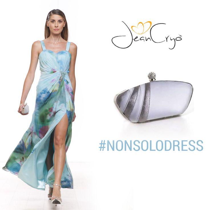 #NonSoloDress abbiniamo allo chiffon stampato la #Mini #clutch con chiusura gioiello,in raso e con inserti glitter di #BiancaBrandi #ss14 #accessories #look #outfit