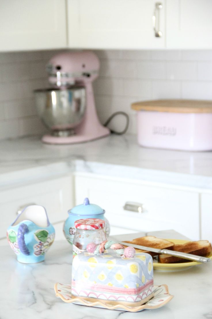 Kitchenaid pink food processor - My Kitchen Makeover With Formica Marble Countertops In The Amore Edge Makenzie Childs