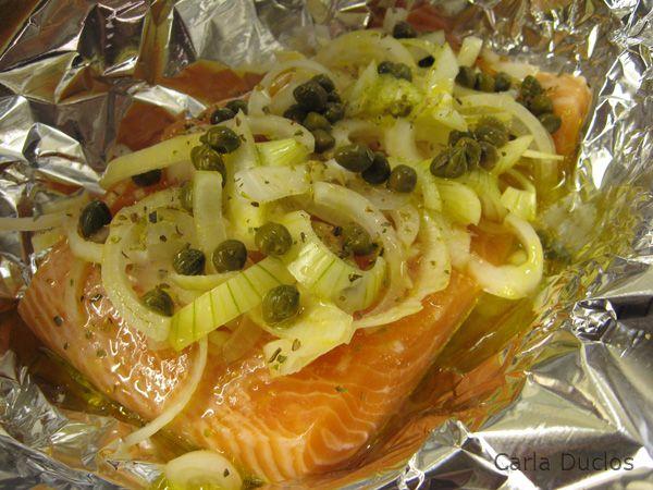 Salmão está entre os meus peixes favoritos. Gosto dele fatiado crú como sashimi, defumado, grelhado, assado. Considero um peixe de sabor riquíssimo e muito versátil.  Escolhi para falar hoje d...