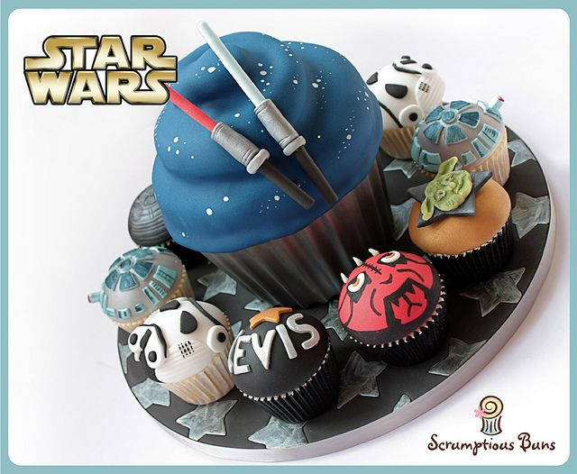 Big Cake Little Cakes : Star Wars Giant Cupcake by Scrumptious Buns (Samantha), via Flickr