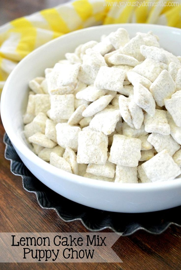 With just a few ingredients - including a lemon cake mix - and five minutes of your time, you can be enjoying this bursting-with-lemon flavor puppy chow snack.
