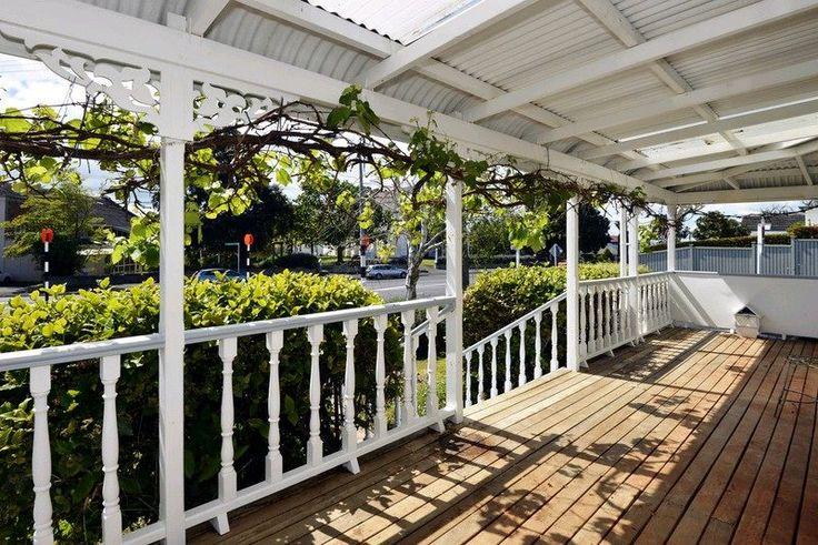 Front veranda roof