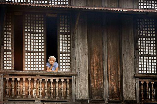 Old filipino house with windows made of capiz shells for Capiz window