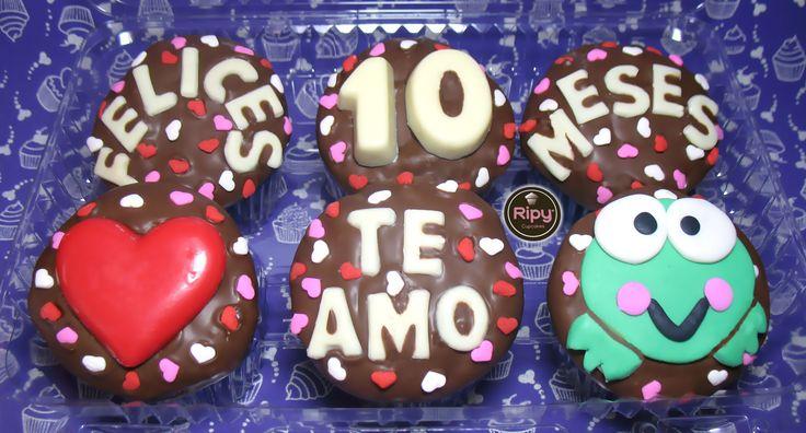 Para celebrar meses con tu pareja.  Contactos Whatsapp : 301 500 63 86 - 301 461 34 58  Correo : ripycupcakes@gmail.com  Twitter : @RiPyCupcakes   PIN : 2A30884C - 2A408233