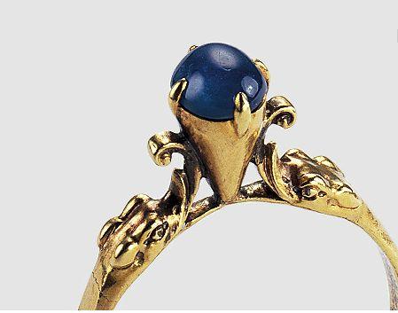 Ornamental gold ring, France 15th century.