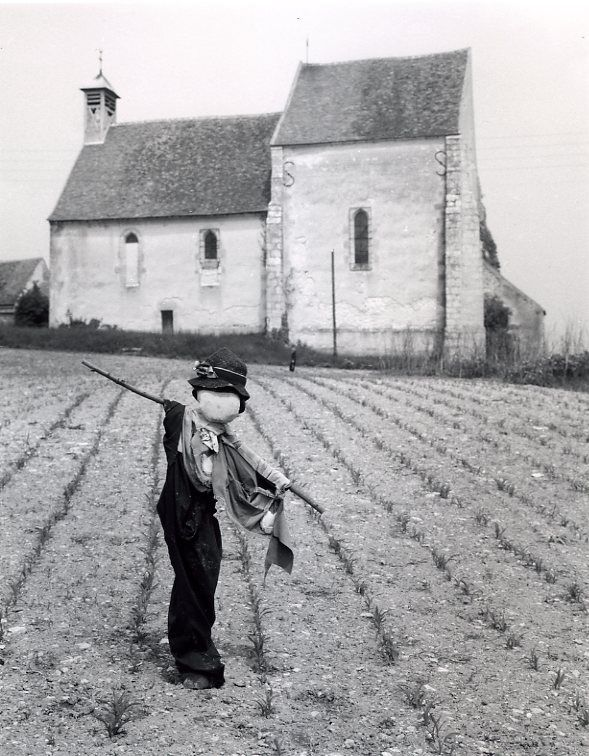 Atelier Robert Doisneau  Robert Doisneau's photo archives. - Scarecrows: every farm has its own character, this may be seen through the scarecrow. But I think that The whole farm has its own character, and when I'm shooting I need to shows these aspects within the photograph.