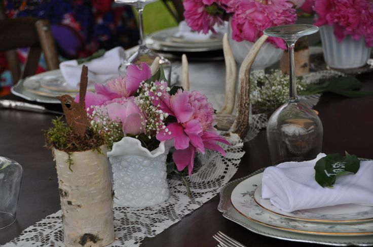 love this peony table decor