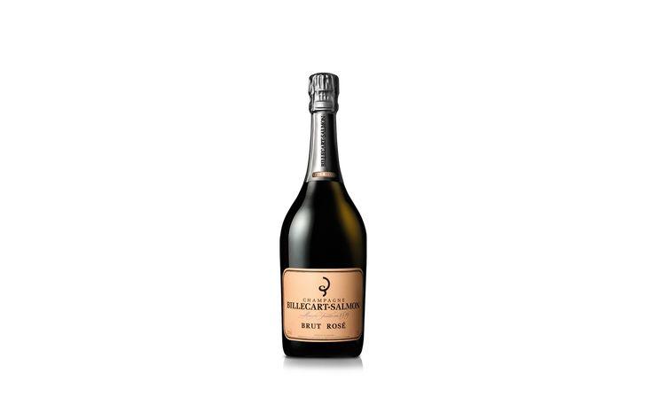 A l'oeil :  Sa robe rose pâle et rayonnante se pare de reflets chauds et dorés tandis que ses bulles délicates lui confèrent une mousse persistante.  Au nez :  Un arôme subtil et gourmand, un fin bouquet de notes de fruits rouges et zestes d'agrumes.  En bouche :  Attaque en bouche précise et élégante, suivie d'une finale légèrement framboisée et d'une belle fraîcheur.   Dégustation :  Ce vin de champagne rosé est un compagnon idéal de l'apéritif, mais aussi d'un plat de saumon sauvage ou de…