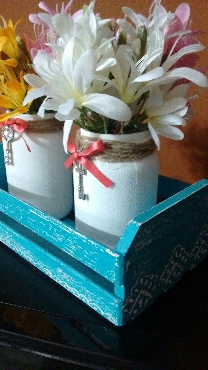 Con frascos de mermelada,apliques y cajon de madera pequeño pintado con acrílico y dimensional.
