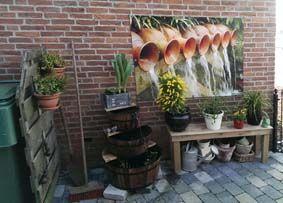 Tuinposter met kruiken en water. Maakt je muur een stuk gezelliger!