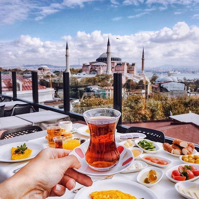 Fruhstuck In Istanbul Und Die Hagia Sophia Turkeinot A Bad Plan For A Sunday Morning Breakfast Wouldn T You Agree Tiebo Hotel Food Istanbul Travel Food
