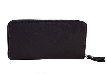 Zwarte lederen portemonnee met rits  -vakje voor papiergeld - vakken voor pasjes - vakje voor kleingeld De portemonnee is in zijn geheel af te sluiten met een rits  L19 cm H 9 cmB 2 cm Kleur zwar...
