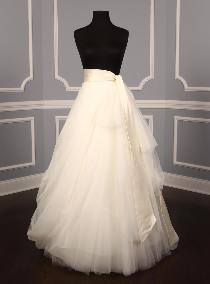 Best 25 tulle wedding skirt ideas on pinterest tulle for Wedding dresses with tulle