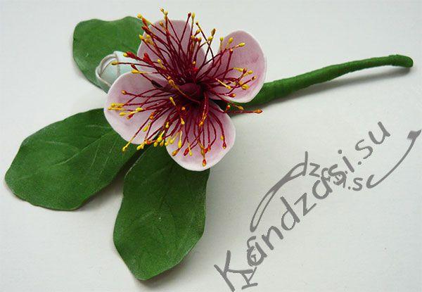 Готовая веточка с цветком фейхоа