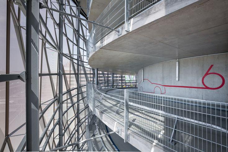 wulf architekten, Busterminal mit Parkhaus P14 Flughafen Stuttgart, Foto: Markus Guhl