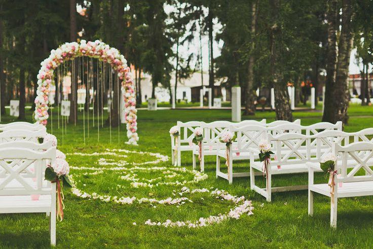 Свадьба Антона и Натали (официальный фоторелиз) - flowerbazar.ru, Свадебная церемония на свежем воздухе, свадебная арка