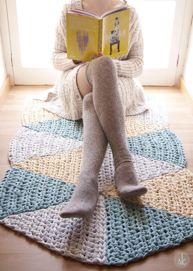 """Patrón de alfombra de Ganchillo XXL triangular """"Hipster""""༺✿ƬⱤღ  https://www.pinterest.com/teretegui/✿༻"""