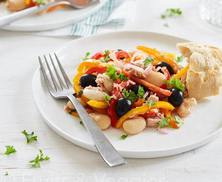 Salade van paprika met grote witte bonen en tonijn http://everydayhealthy.nl/salade-van-paprika-met-grote-witte-bonen-en-tonijn/